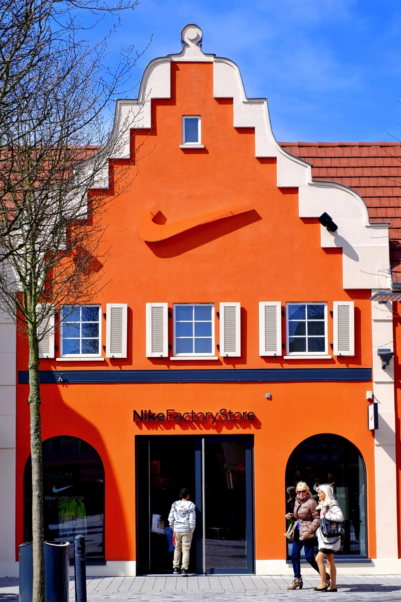 Fotos the style outlets roppenheim fabrikverkauf adidas for Designer stuhle outlet