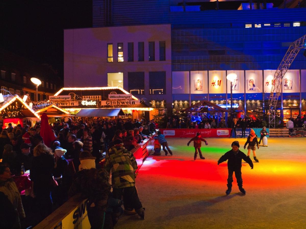 Weihnachtsmarkt H.Fotos Weihnachtsmarkt Offenburg Rathaus Weihnachtsbaum